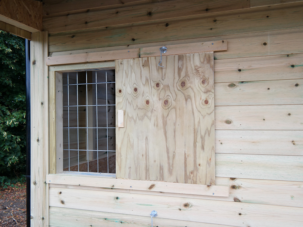 stable window shutter