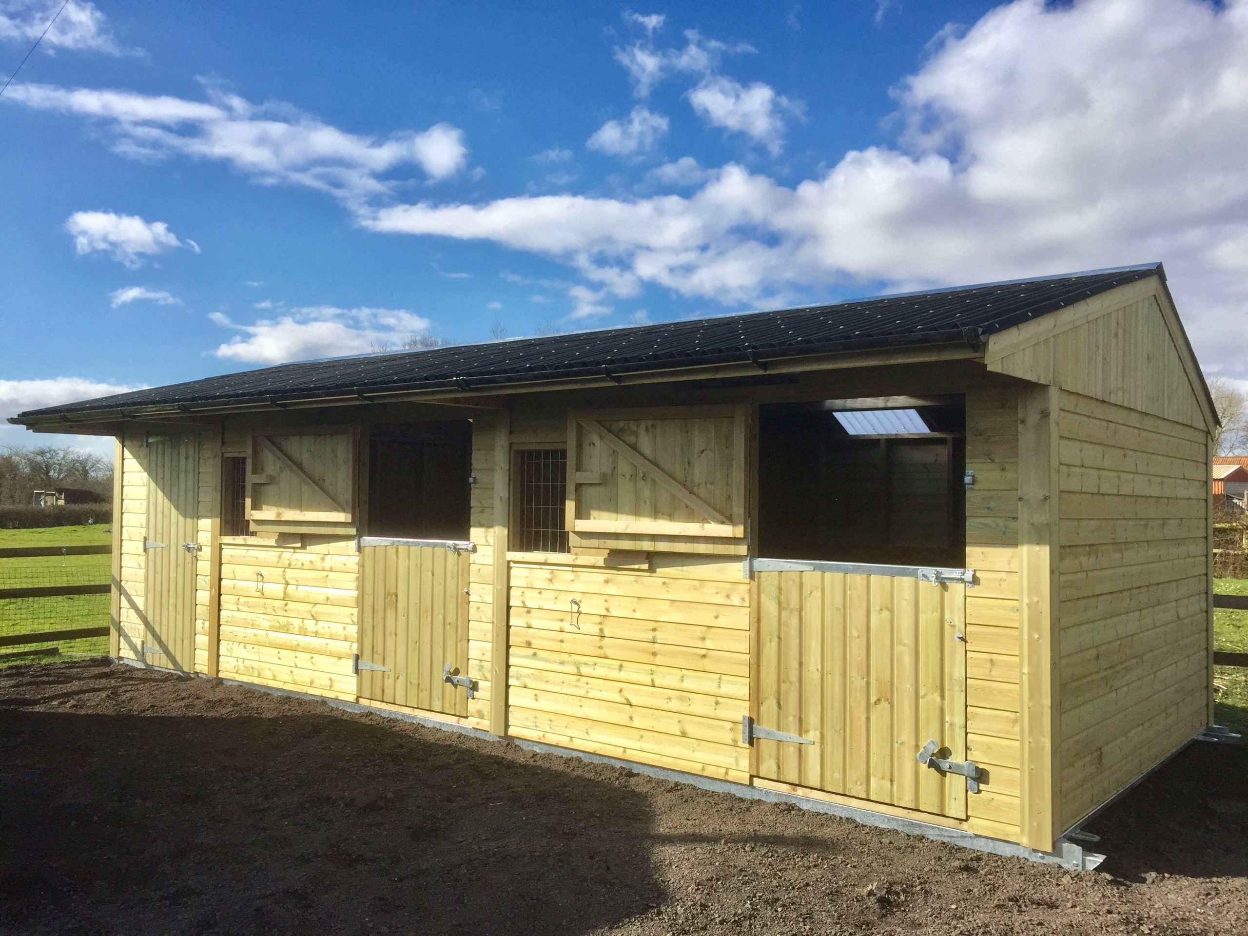 Twin Mobile Stable with 6ft Tack Room