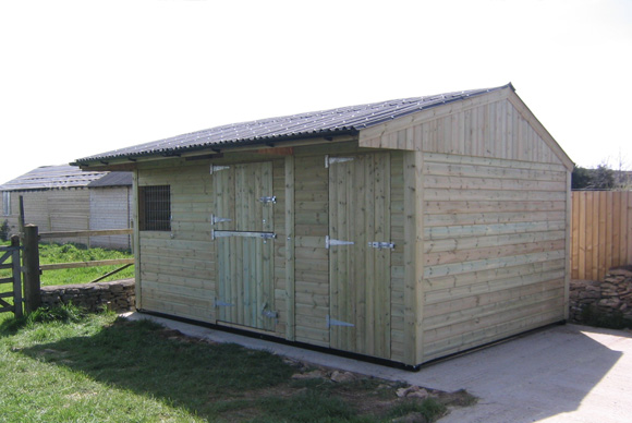 single mobile stable with tack room
