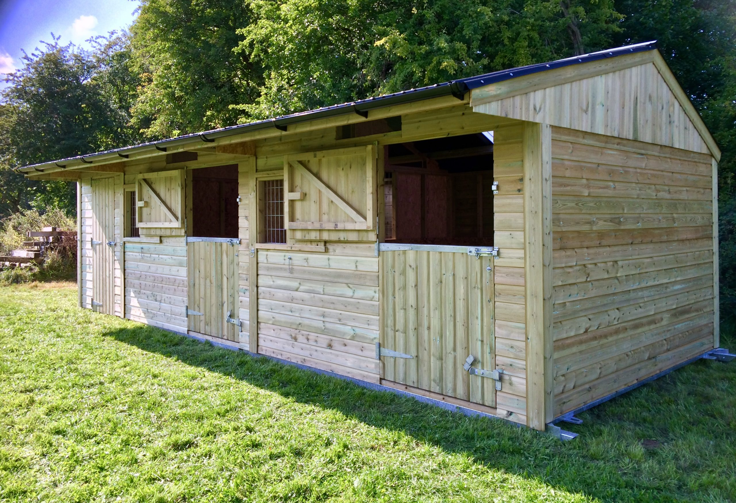 twin mobile stable with 8 foot tack room